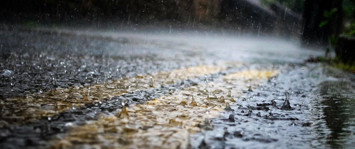 Autorijden bij storm en slecht weer: tips voor chauffeurs