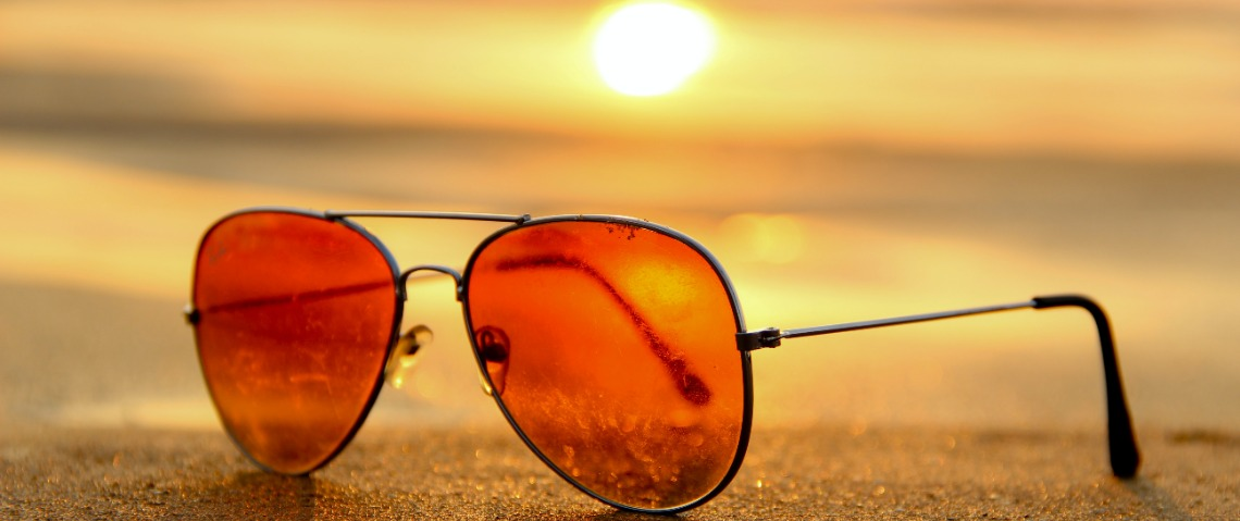 Wat is de beste zonnebril voor in de auto? Wapen jezelf tegen de laaghangende zon